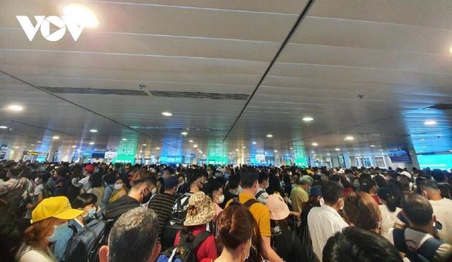 Họp khẩn bàn giải pháp xử lýùn tắc tại sân bay Tân Sơn Nhất - Ảnh 1.
