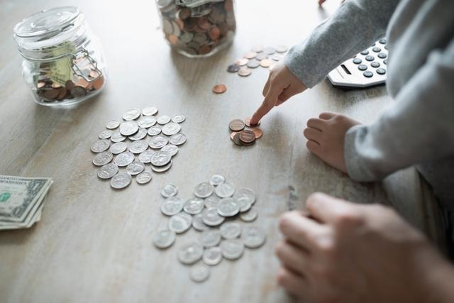 Quy tắc tiết kiệm hiệu quả cho người mới đi làm, dù lương thấp vẫn có được món tiền đáng kể trước tuổi 25 - Ảnh 2.