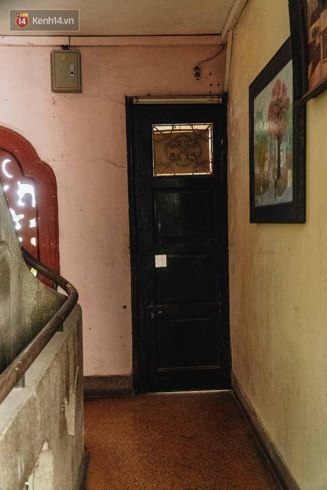 Ngôi nhà 80 năm tuổi, rộng gần 300m2 giữa phố cổ Hà Nội: Trả trăm tỷ không bán, bên trong có hầm chứa được 20 người - Ảnh 16.