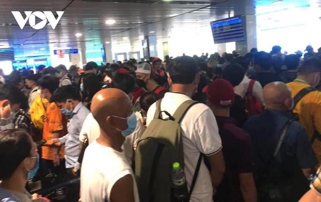 Họp khẩn bàn giải pháp xử lýùn tắc tại sân bay Tân Sơn Nhất - Ảnh 3.