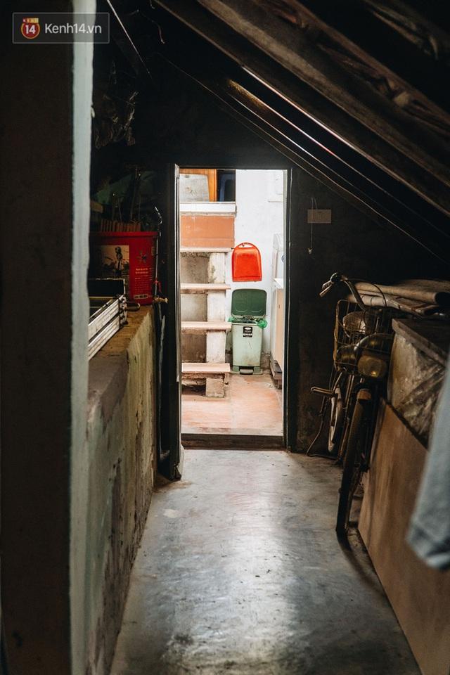 Ngôi nhà 80 năm tuổi, rộng gần 300m2 giữa phố cổ Hà Nội: Trả trăm tỷ không bán, bên trong có hầm chứa được 20 người - Ảnh 31.