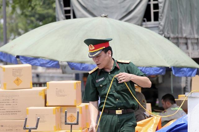 Cận cảnh trận địa pháo hoa tầm cao dịp giỗ Tổ Hùng Vương - Ảnh 7.