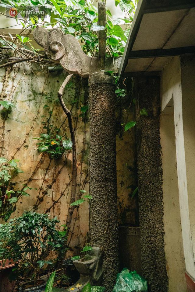 Ngôi nhà 80 năm tuổi, rộng gần 300m2 giữa phố cổ Hà Nội: Trả trăm tỷ không bán, bên trong có hầm chứa được 20 người - Ảnh 10.