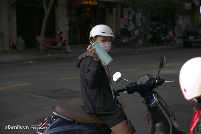 Choáng: Người Sài Gòn 6h sáng xếp hàng dài trước cổng Starbucks để săn chiếc ly màu xanh với giá 500k, sau 4 tiếng bán lại đã TĂNG GIÁ GẤP 4 LẦN! - Ảnh 10.