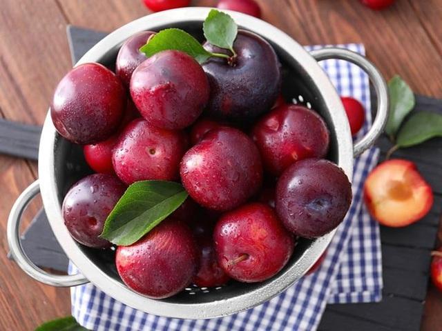 3 loại quả rất phổ biến trong mùa hè, nhưng có những người không nên ăn nhiều, nếu không cơ thể phải nhận hậu quả lớn - Ảnh 1.