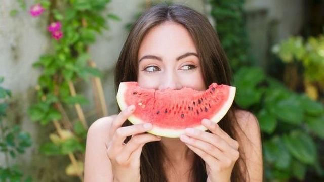 3 loại quả rất phổ biến trong mùa hè, nhưng có những người không nên ăn nhiều, nếu không cơ thể phải nhận hậu quả lớn - Ảnh 2.