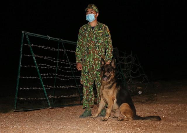 Trắng đêm phòng giặc COVID-19 ở biên giới Tây Nam  - Ảnh 3.