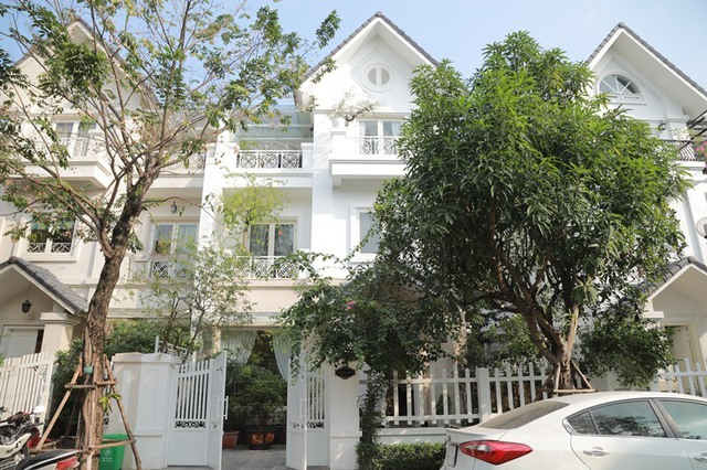 """Quang Hà - ca sĩ """"sưu tầm sổ đỏ"""": Chuyên gia xách làn đi chợ ngó nghiêng các bất động sản tiềm năng, giờ sở hữu 13 căn nhà và biệt thự 20 tỉ  - Ảnh 3."""
