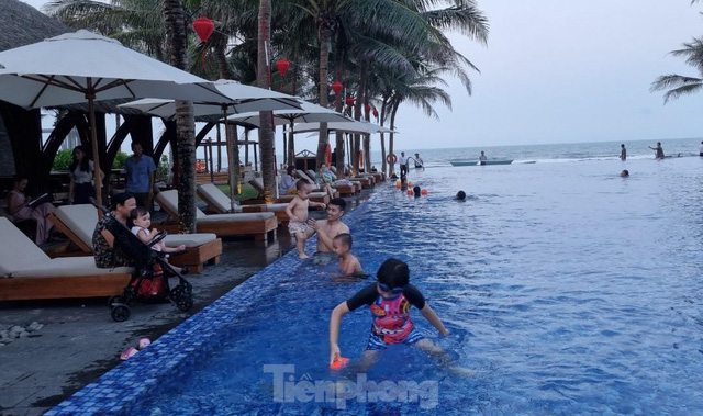 Khách sạn ven biển Đà Nẵng đã kín phòng hơn 75% dịp Lễ 30/4 - 01/5 - Ảnh 1.