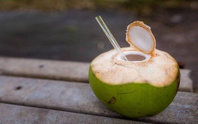 Uống nước dừa vào mùa hè: Rất tốt nhưng chuyên gia lưu ý 5 người không nên uống kẻo rước họa - Ảnh 2.