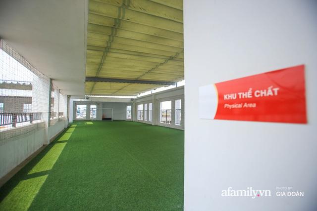 Có một ngôi trường dạy theo phương pháp Đồng kiến tạo ở ngay Hà Nội, phòng học ngập tràn ánh sáng, đặc biệt nhất là khu vui chơi trên sân thượng - Ảnh 7.
