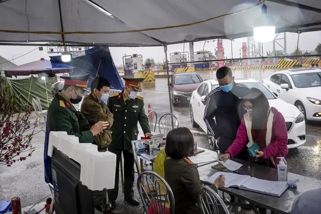 Báo Mỹ: Bất chấp cảnh báo của chuyên gia, bất lợi từ đóng cửa biên giới, nhờ đâu Việt Nam thành công? - Ảnh 1.