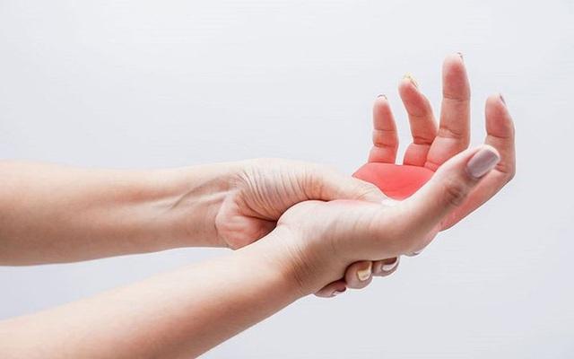 Có 4 dấu hiệu này xuất hiện trên bàn tay, cảnh báo mạch máu bị tắc nghẽn - Ảnh 2.