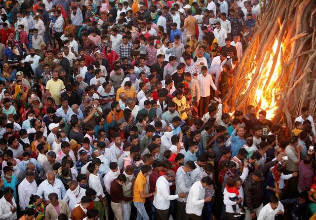 Covid-19: Những hình ảnh ám ảnh ở Ấn Độ  - Ảnh 14.