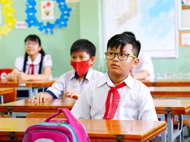 Hà Nội dừng tuyển sinh hệ song bằng lớp 6: Loạt vấn đề đặt ra khiến những phụ huynh có con đang theo học đứng ngồi không yên - Ảnh 5.