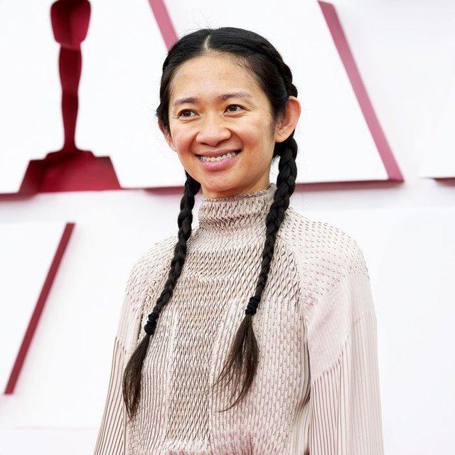 """Nữ đạo diễn gốc Á đầu tiên đoạt giải Oscar: Người phụ nữ không bao giờ trang điểm đang làm """"chấn động"""" giới điện ảnh thế giới - Ảnh 1."""