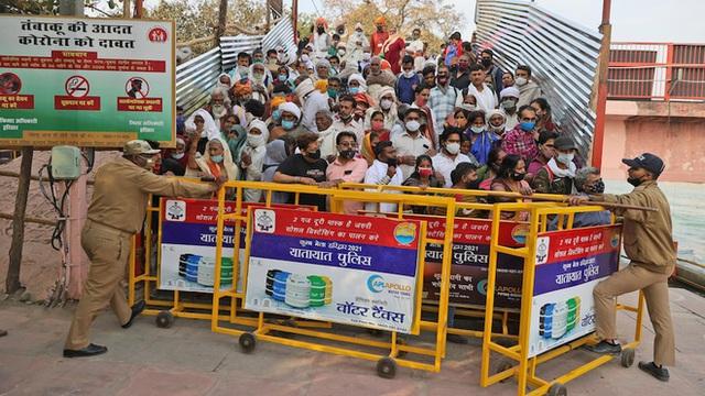 Hai sự kiện siêu lây nhiễm góp phần tạo nên thảm kịch ở Ấn Độ: 4 triệu người tham gia, số ca mắc tăng tới 3.000% - Ảnh 4.