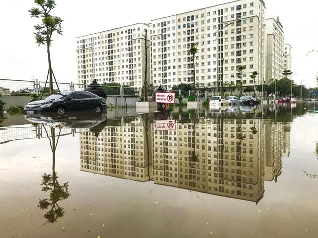 Hà Nội: Sau trận mưa lớn, hàng loạt ô tô ngập sâu trong biển nước - Ảnh 7.
