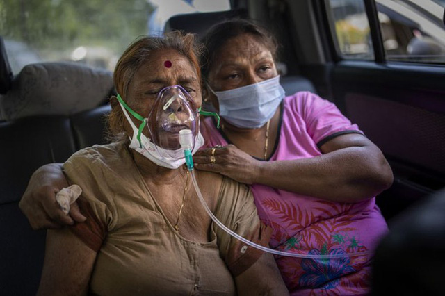"""Covid-19: Người dân Ấn Độ gom """"thần dược"""" khiến bệnh viện lao đao - Ảnh 1."""