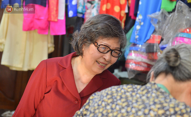 Chuyện cụ bà tóc trắng bên trong tiệm may 4 đời ở phố Cổ: Tôi mất 400 cây vàng để mua lại cái tiệm chưa đầy 20m2 này - Ảnh 15.