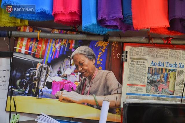 Chuyện cụ bà tóc trắng bên trong tiệm may 4 đời ở phố Cổ: Tôi mất 400 cây vàng để mua lại cái tiệm chưa đầy 20m2 này - Ảnh 16.