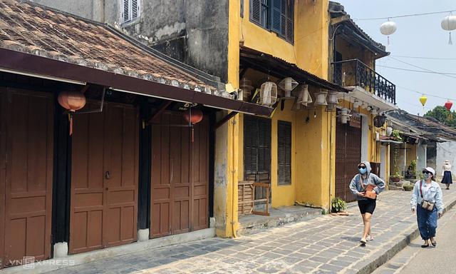 Du lịch ảm đạm, hàng loạt khách sạn phố cổ Hội An ế ẩm, nhiều nơi bán cắt lỗ - Ảnh 2.