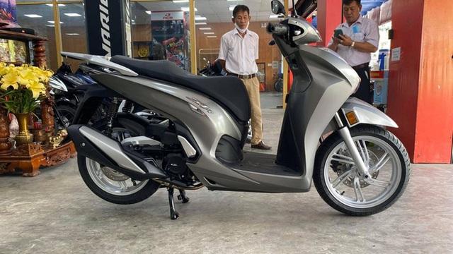 Honda SH 350i đầu tiên về Việt Nam: Giá 328 triệu đồng, nhập Ý, dành cho giới nhà giàu chịu chơi - Ảnh 1.