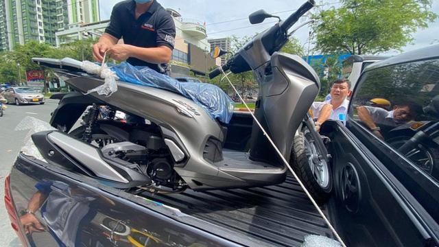 Honda SH 350i đầu tiên về Việt Nam: Giá 328 triệu đồng, nhập Ý, dành cho giới nhà giàu chịu chơi - Ảnh 3.