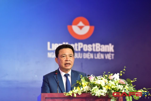 ĐHCĐ LienVietPostBank: Bầu Thuỵ chính thức tham gia Hội đồng quản trị, cổ đông mong giá cổ phiếu lên ngang MBB, ACB, chuyển sang sàn HNX giao dịch cho đã - Ảnh 2.