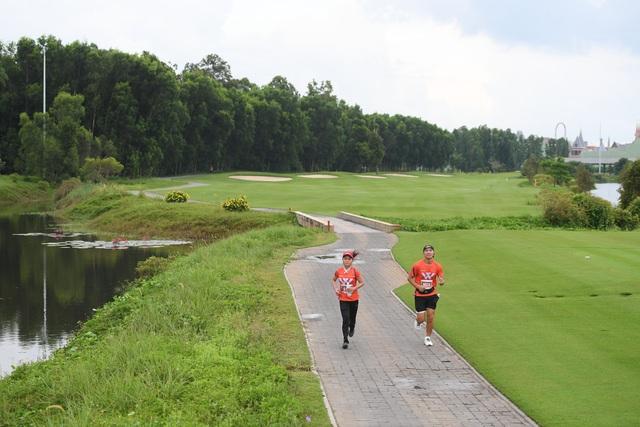Nhà vô địch cự ly 21km Phu Quoc WOW Island Race 2021: Cung đường chạy năm nay dễ thở hơn, nhưng quá ấn tượng và khác biệt - Ảnh 2.