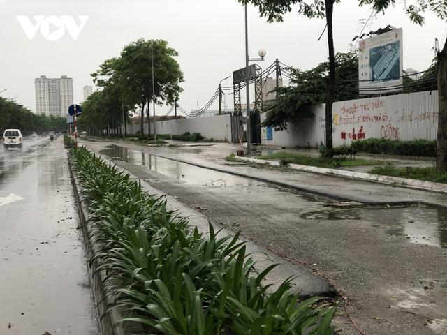 Đường nghìn tỷ ở Hà Nội vừa xong, mặt đường đã bị bóc lên gây lãng phí - Ảnh 2.