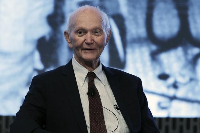 Phi hành gia huyền thoại Michael Collins, một trong ba người bay lên Mặt Trăng trên Apollo 11, qua đời ở tuổi 90 - Ảnh 1.