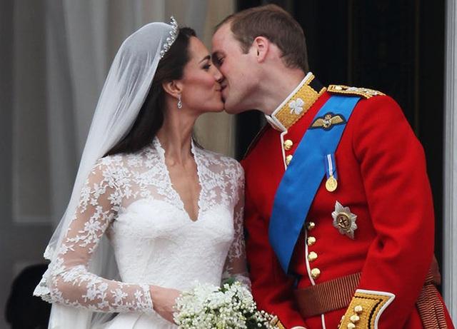 Kỷ niệm 10 năm đám cưới thế kỷ, vợ chồng Công nương Kate khoe ảnh siêu ngọt ngào, kể lại mối tình sinh viên đậm chất ngôn tình - Ảnh 2.