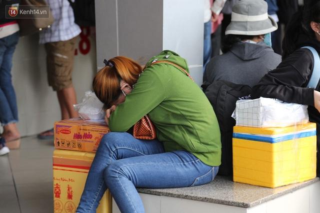 Chùm ảnh: Người dân đổ xô về quê nghỉ lễ 30/4 - 1/5, các cửa ngõ Sài Gòn bắt đầu ùn tắc kinh hoàng - Ảnh 28.