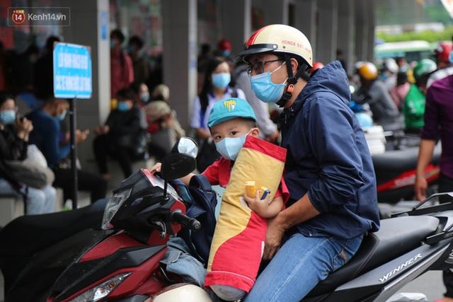 Chùm ảnh: Người dân đổ xô về quê nghỉ lễ 30/4 - 1/5, các cửa ngõ Sài Gòn bắt đầu ùn tắc kinh hoàng - Ảnh 29.