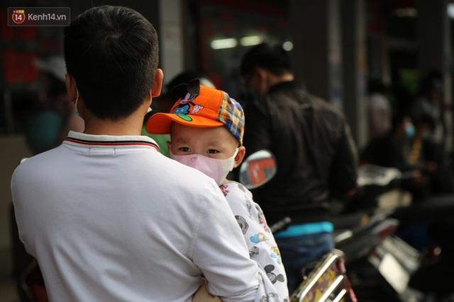 Chùm ảnh: Người dân đổ xô về quê nghỉ lễ 30/4 - 1/5, các cửa ngõ Sài Gòn bắt đầu ùn tắc kinh hoàng - Ảnh 35.