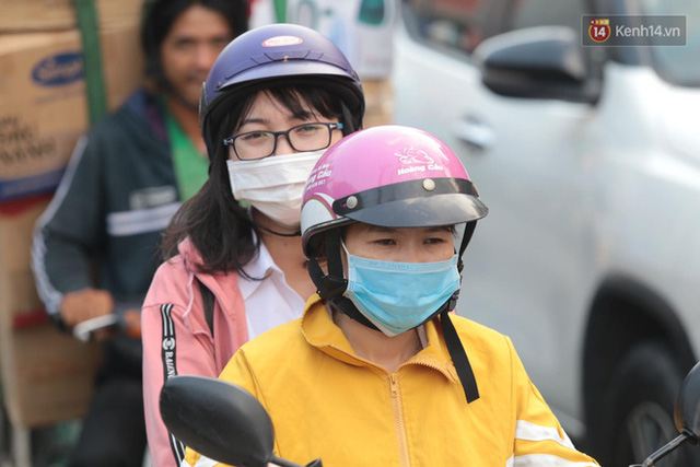 Chùm ảnh: Người dân đổ xô về quê nghỉ lễ 30/4 - 1/5, các cửa ngõ Sài Gòn bắt đầu ùn tắc kinh hoàng - Ảnh 5.