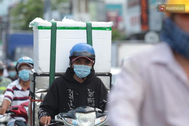 Chùm ảnh: Người dân đổ xô về quê nghỉ lễ 30/4 - 1/5, các cửa ngõ Sài Gòn bắt đầu ùn tắc kinh hoàng - Ảnh 6.