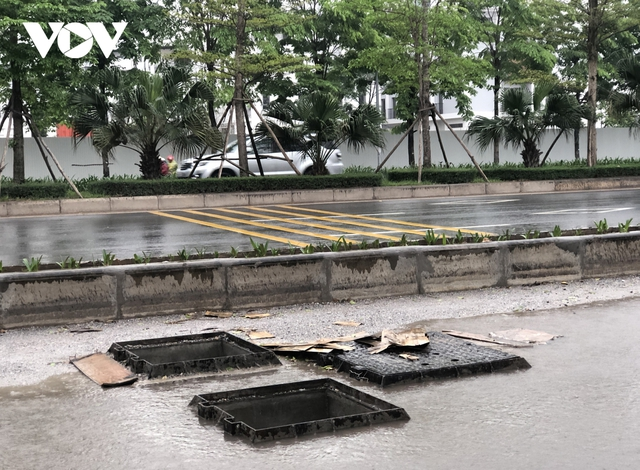 Đường nghìn tỷ ở Hà Nội vừa xong, mặt đường đã bị bóc lên gây lãng phí - Ảnh 7.