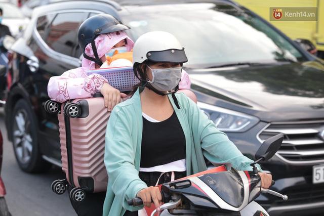 Chùm ảnh: Người dân đổ xô về quê nghỉ lễ 30/4 - 1/5, các cửa ngõ Sài Gòn bắt đầu ùn tắc kinh hoàng - Ảnh 7.