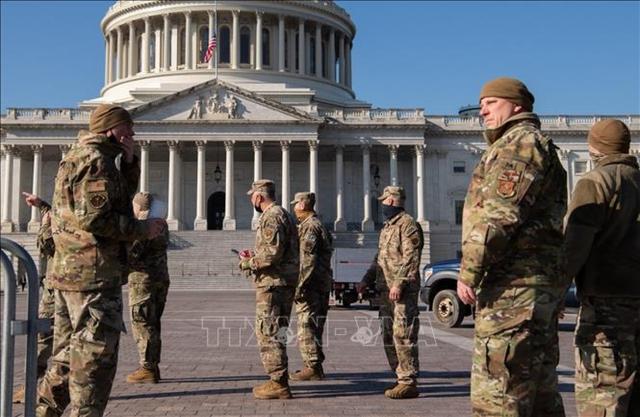 Tòa nhà quốc hội Mỹ bị phong tỏa do đe dọa an ninh từ bên ngoài  - Ảnh 1.