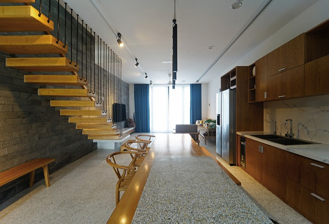 Sở hữu lô đất có vị thế đẹp, vợ chồng Đà Nẵng xây ngôi nhà nhỏ nhưng xuất sắc đến mức lên cả báo Mỹ - Ảnh 5.