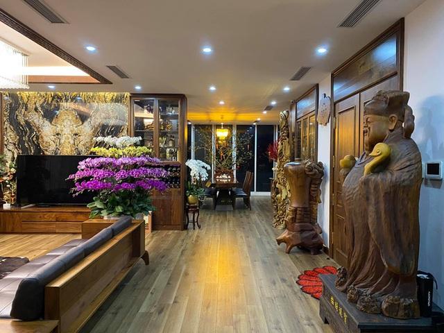 Nhà phố 450m2 của vợ chồng Hà Nội khiến dân tình loá mắt vì như biệt phủ gỗ, có món nặng đến mức 25 người khiêng - Ảnh 3.