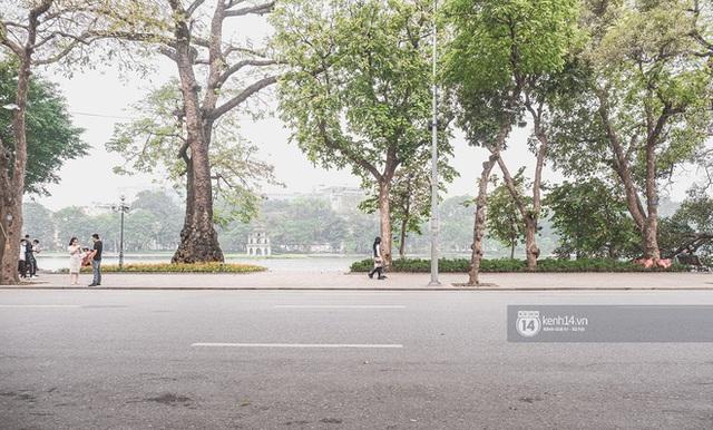 Hà Nội ngày đầu tiên nghỉ lễ: Vắng vẻ một cách bất ngờ do người dân đang chấp hành tốt về chống dịch! - Ảnh 5.