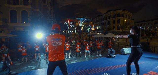 Khung cảnh VĐV Phú Quốc WOW Island Race 2021 đồng loạt đeo khẩu trang khi khởi động và trên đường chạy gây ấn tượng - Ảnh 5.