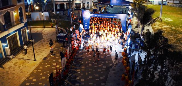 Khung cảnh VĐV Phú Quốc WOW Island Race 2021 đồng loạt đeo khẩu trang khi khởi động và trên đường chạy gây ấn tượng - Ảnh 6.