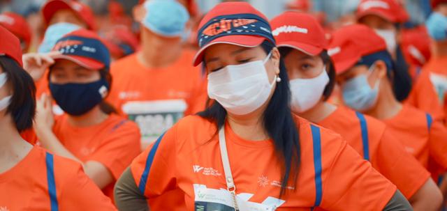 Khung cảnh VĐV Phú Quốc WOW Island Race 2021 đồng loạt đeo khẩu trang khi khởi động và trên đường chạy gây ấn tượng - Ảnh 7.