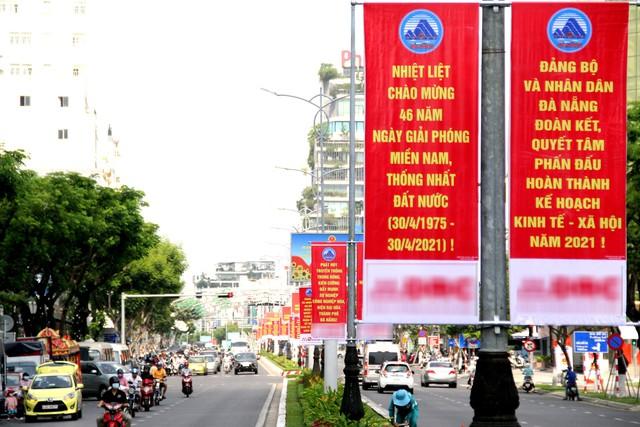 Cao ốc Đà Nẵng rực đỏ cờ Tổ quốc mừng lễ 30/4  - Ảnh 8.