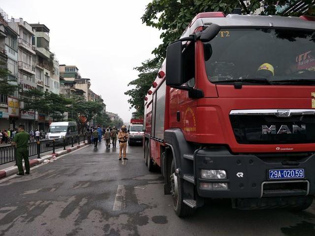 Cháy cửa hàng đồ dùng mẹ và bé trên phố Tôn Đức Thắng  - Ảnh 2.