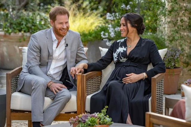 Harry đưa ra phát ngôn mới khiến hoàng gia Anh giận sôi máu, lộ lý do thôi thúc Meghan quyết tâm trả thù nhà chồng  - Ảnh 1.
